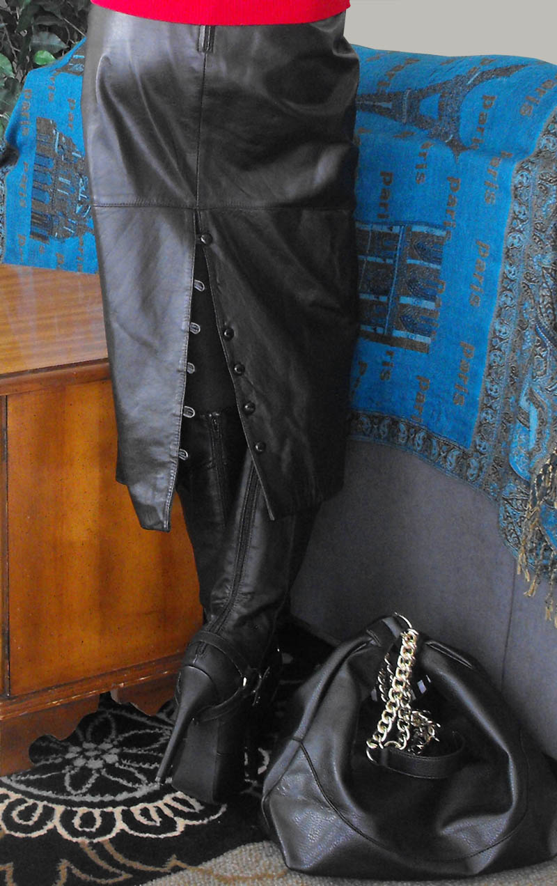 Vintage Bermans black leather skirt