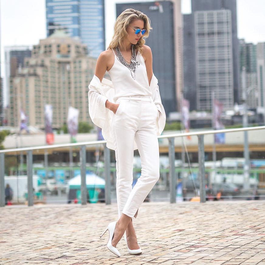 Dasha Gold The Trend Spotter Melbourne Australia blogger wearing white top white pants white pumps
