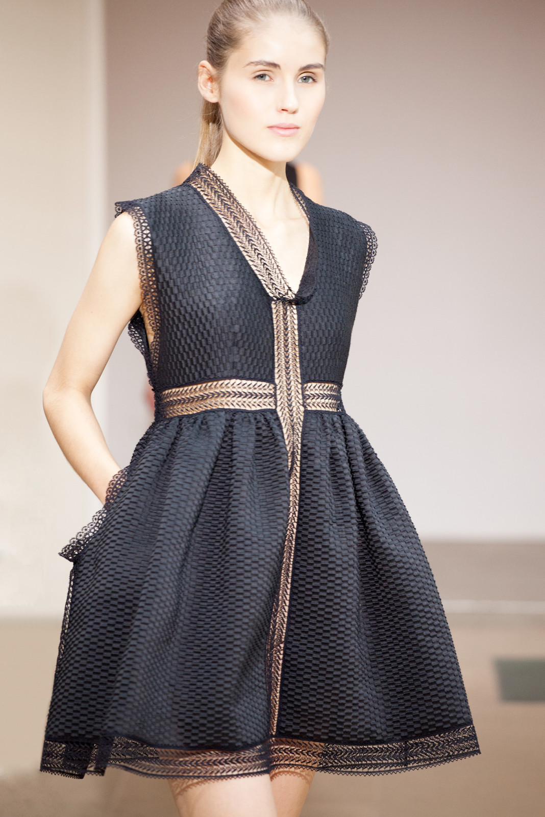 Azzedine-Alaia-Spring-2015-collectiondress