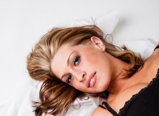 what is Hydrolyzed Collagen 1000 mg Pretty girl lying on bed