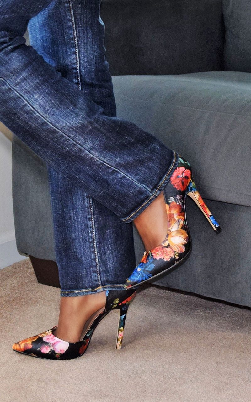 justfab mannon floral pumps red top blue jeans