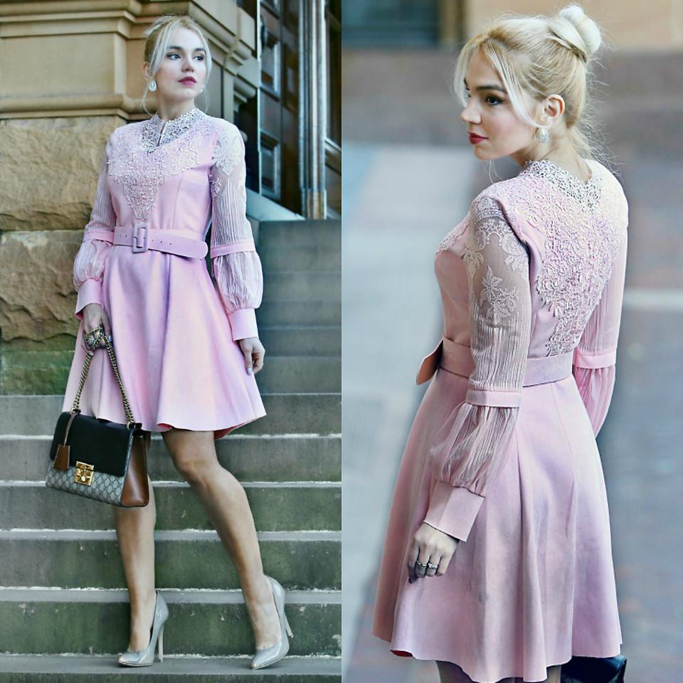 Sydney Australia fashion blogger Scarlett Vargas wearing gray shoes pink dress