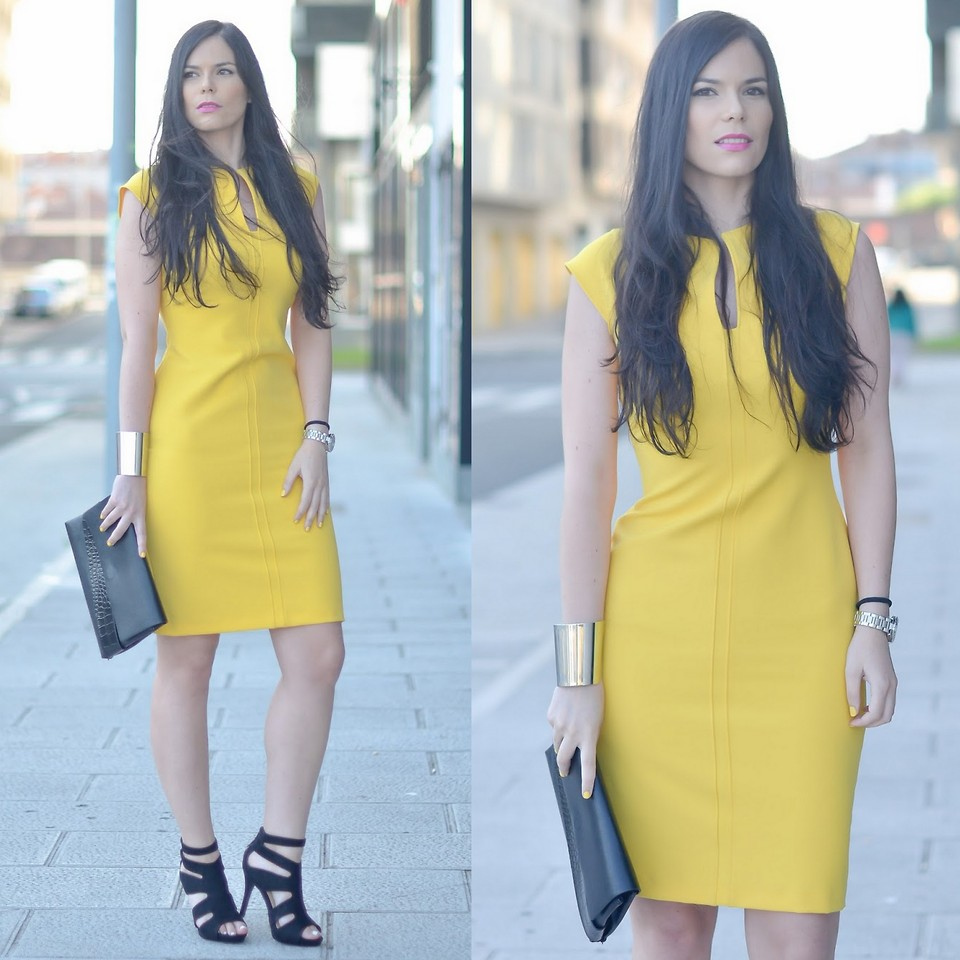 what color shoes to wear with a yellow dress - Blogger Musician Paula Deiros from Galicia Spain wears yellow dress with black strappy heels