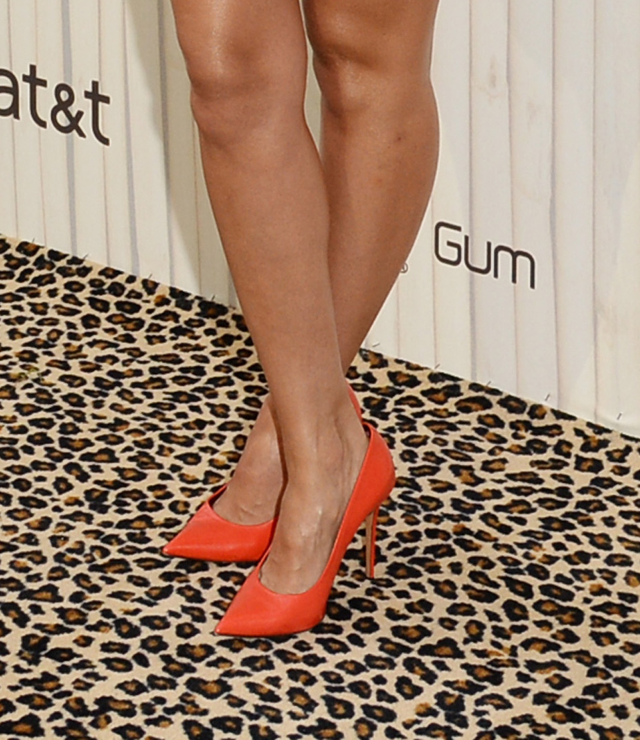 c3250a2b380b Jessica Alba shows us how to wear orange shoes with a yellow dress ...