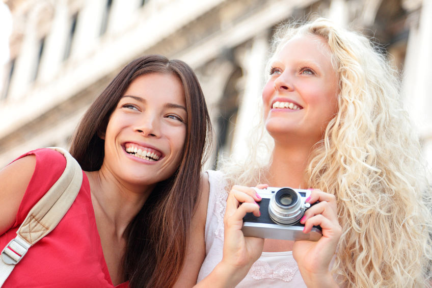 two friends traveling taking pictures