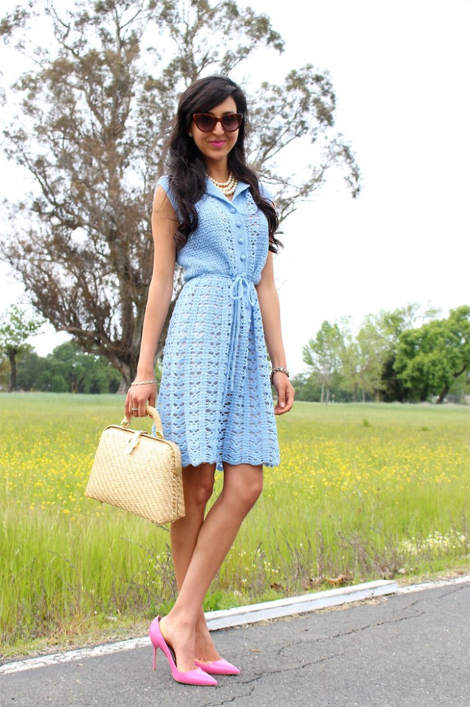 Illustrator Azu from California wears pink pumps with a blue dress