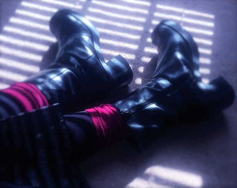 black tights burgundy socks black boots 2