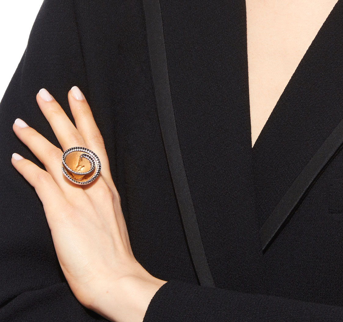 Luz Camino Black and white Pencil Chip Ring worn