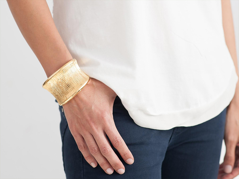 Hissia Oni gold cuff bracelet